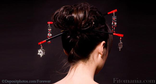 Прическа японки с палочками