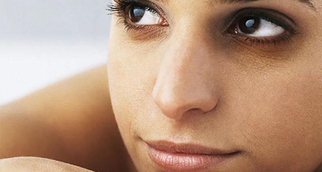 Как быстро свести синяк под глазом?