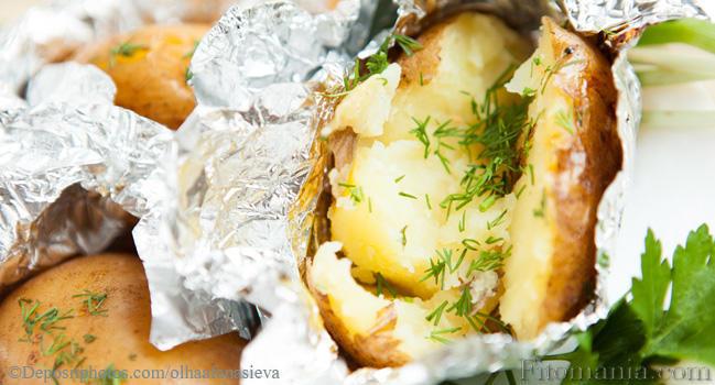 Как запечь картошку в духовке в фольге