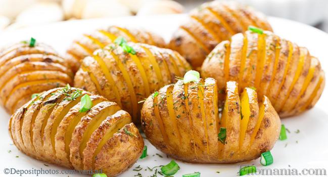Как запечь картошку в духовке с овощами