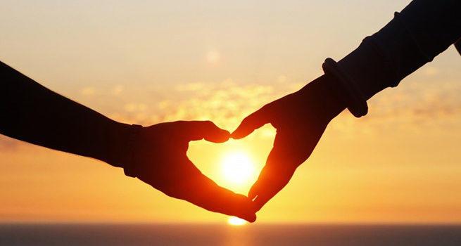 Как понять, что женщина влюблена - 10 явных признаков